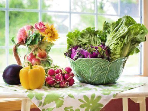 Los alimentos imprescindibles en tu nevera para una dieta saludable.
