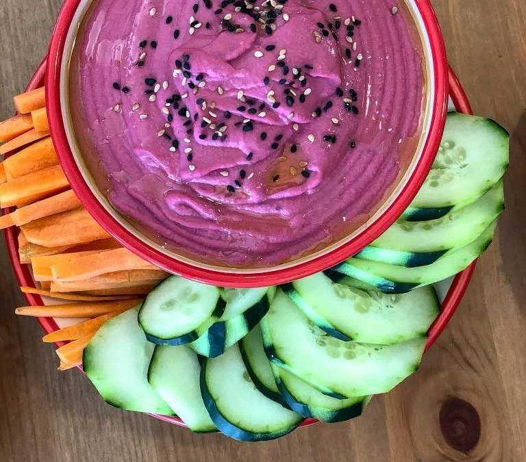 Hummus de remolacha y judías blancas: una saludable fuente de sabor, color y antioxidantes